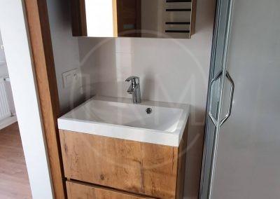 Kúpeľňová skrinka so zrkadlom