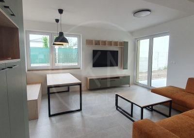 Kuchynská linka a obývačka v jednom štýle
