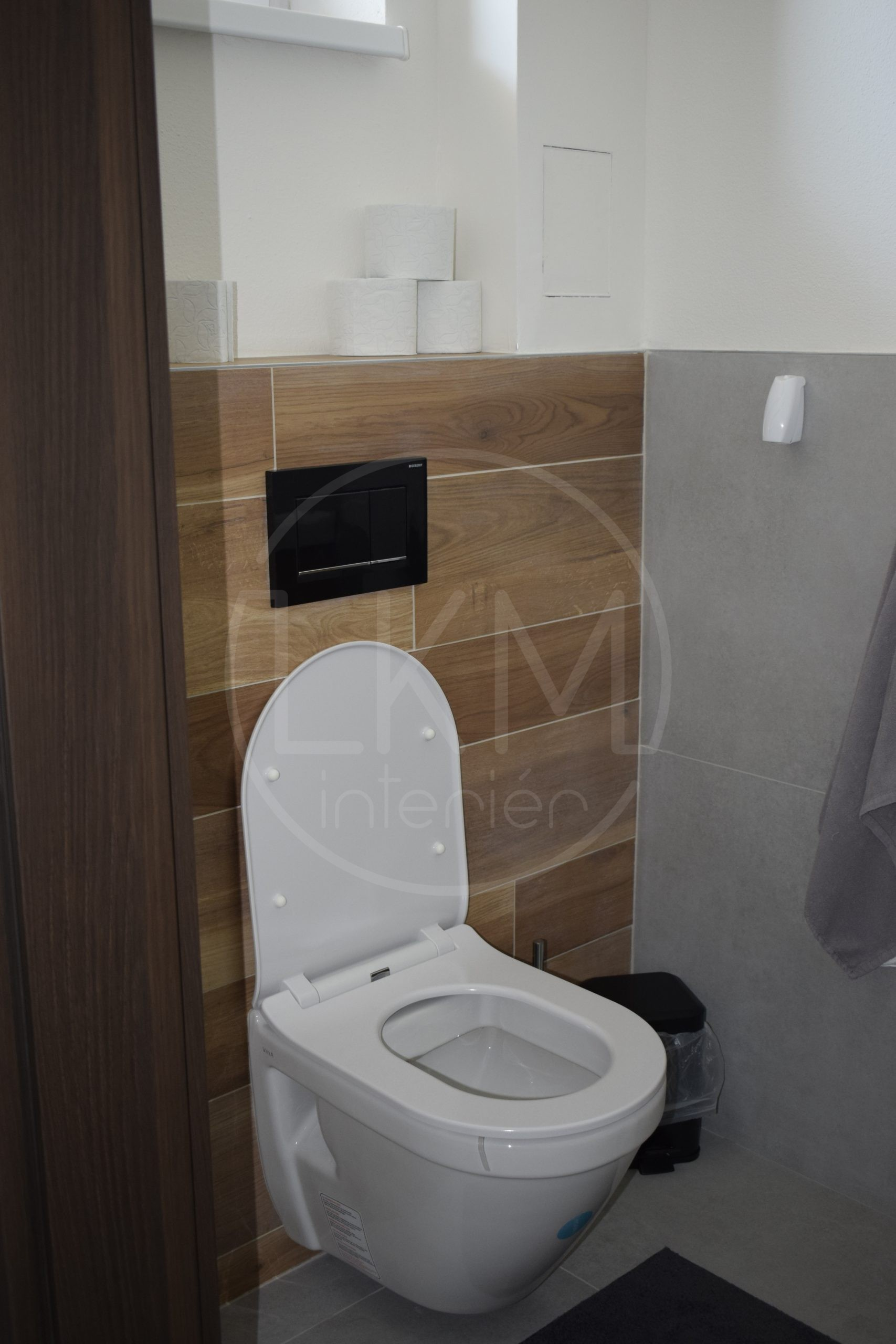 dreveny obklad WC